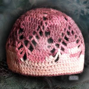 Ажурна плетена шапка с мохер