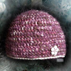 Дамска плетена шапка с мохер