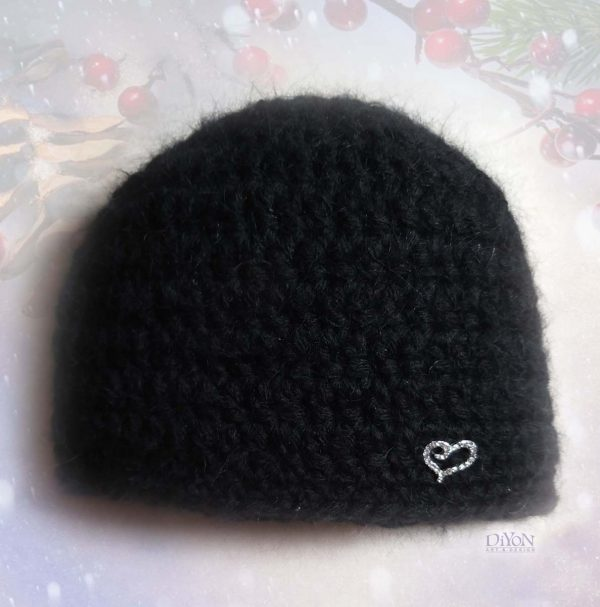 Луксозна черна шапка от мохер
