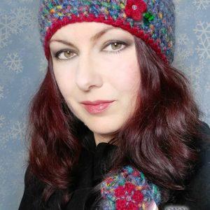 Луксозни плетени шапка и брошка с мохер