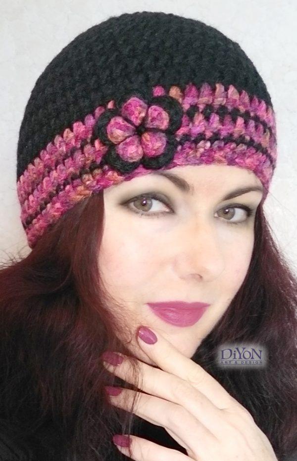Плетена черна шапка с цвете