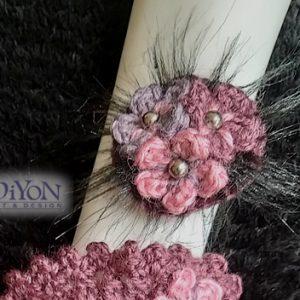 Брошка шнола с цветя и перли лилава