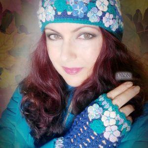 Бутикова плетена шапка с квадрати