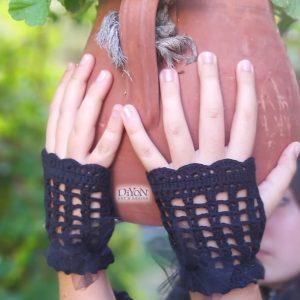 Черни ръкавици от плетена дантела