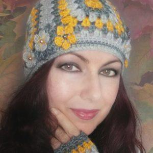 Дамска плетена шапка с квадрати