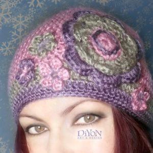 Плетена шапка с цветя в розово