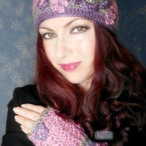 Плетена шапка с ръкавици в розово