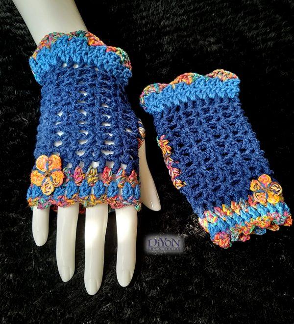 Плетени ръкавици в синьо с памук