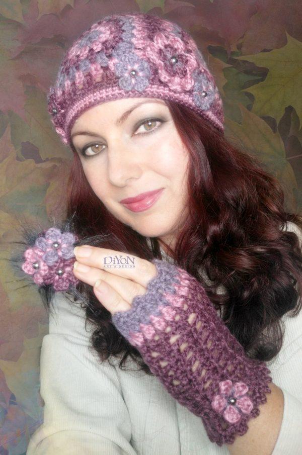 Плетени топли ръкавици и шапка с квадрати