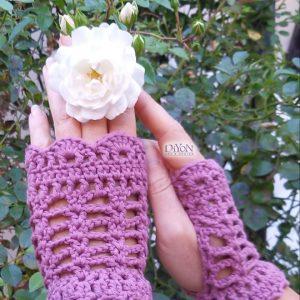 Розови ръкавици от плетена дантела