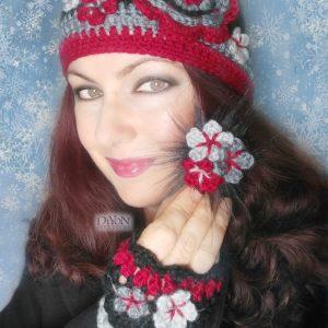 Ръчно плетени шапка с ръкавици и брошка
