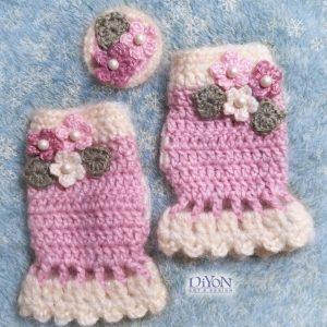 Розови плетени ръкавици с мохер и брошка