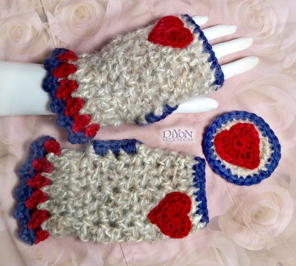 Плетени ръкавици и брошка с мохер и сърца