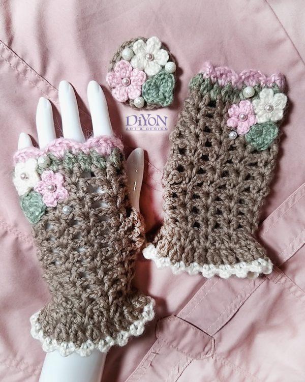 Плетени ръкавици в какао с брошка