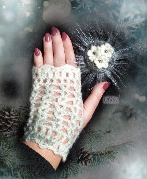 Плетени ръкавици за подарък с мохер бели