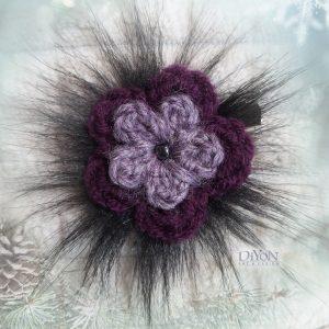 Дамска брошка шнола лилаво цвете