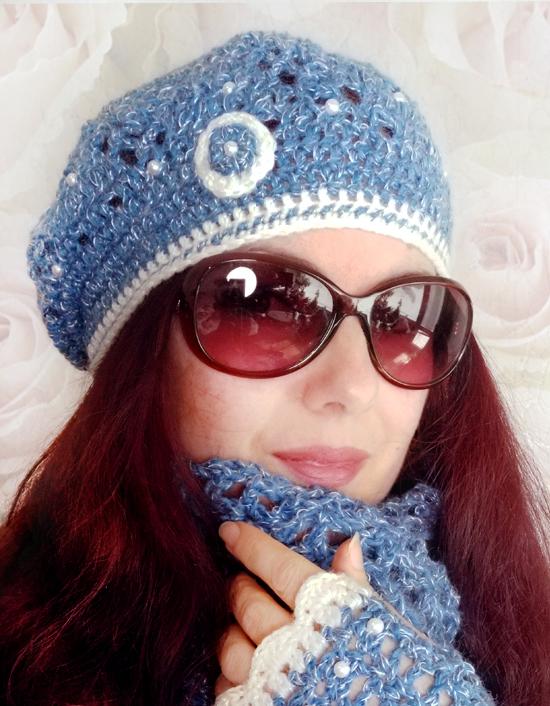 Плетена дамска шапка на една кука